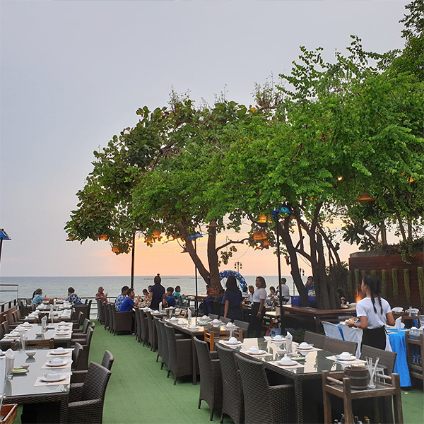 ร าน Bluefin Beach Bar And Restaurants
